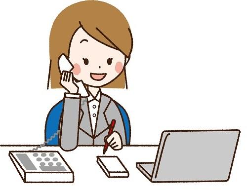 便利なオフィスグッズを使っている女性